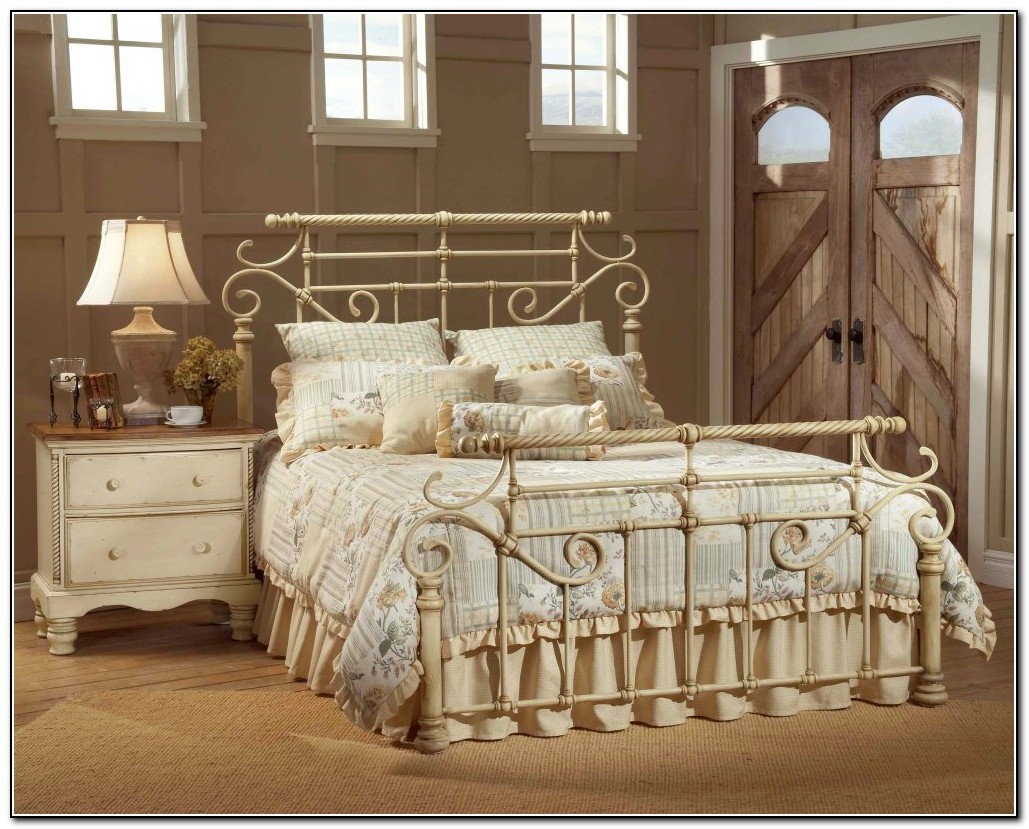 Wrought iron bedroom furniture beds home design ideas for Wrought iron bedroom set