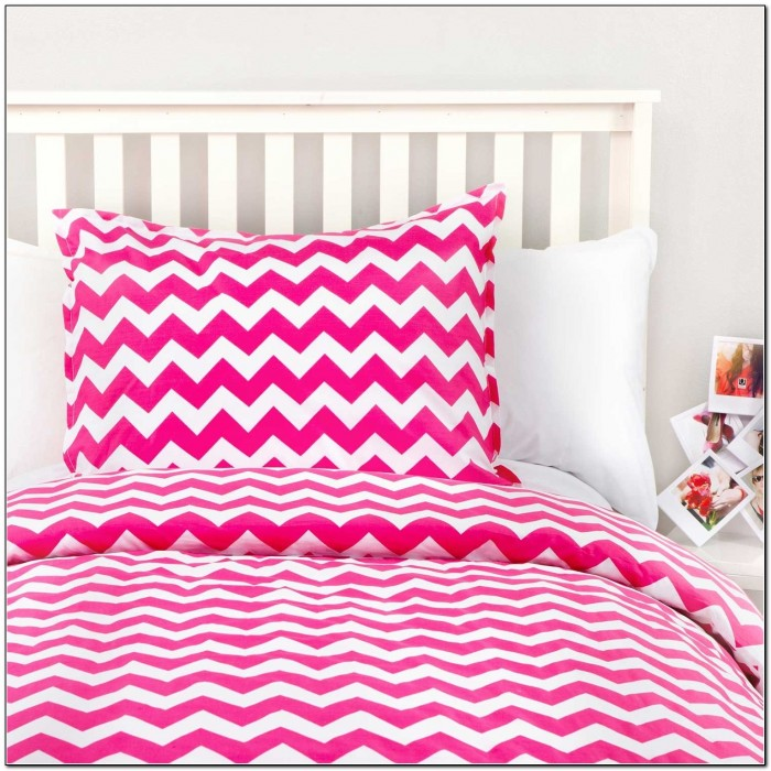 Madeline weinrib rug purple rugs home design ideas for Zig zag bedroom ideas