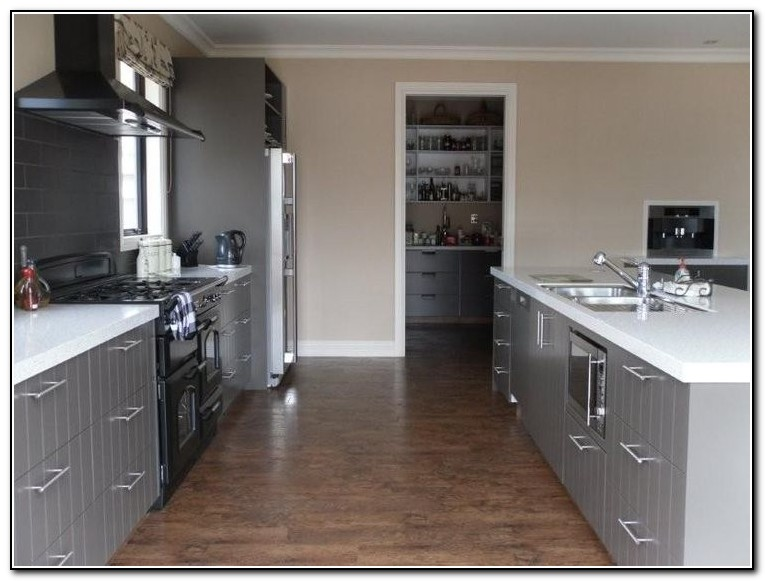 Small kitchen designs in south africa kitchen home for Kitchen designs for small kitchens south africa