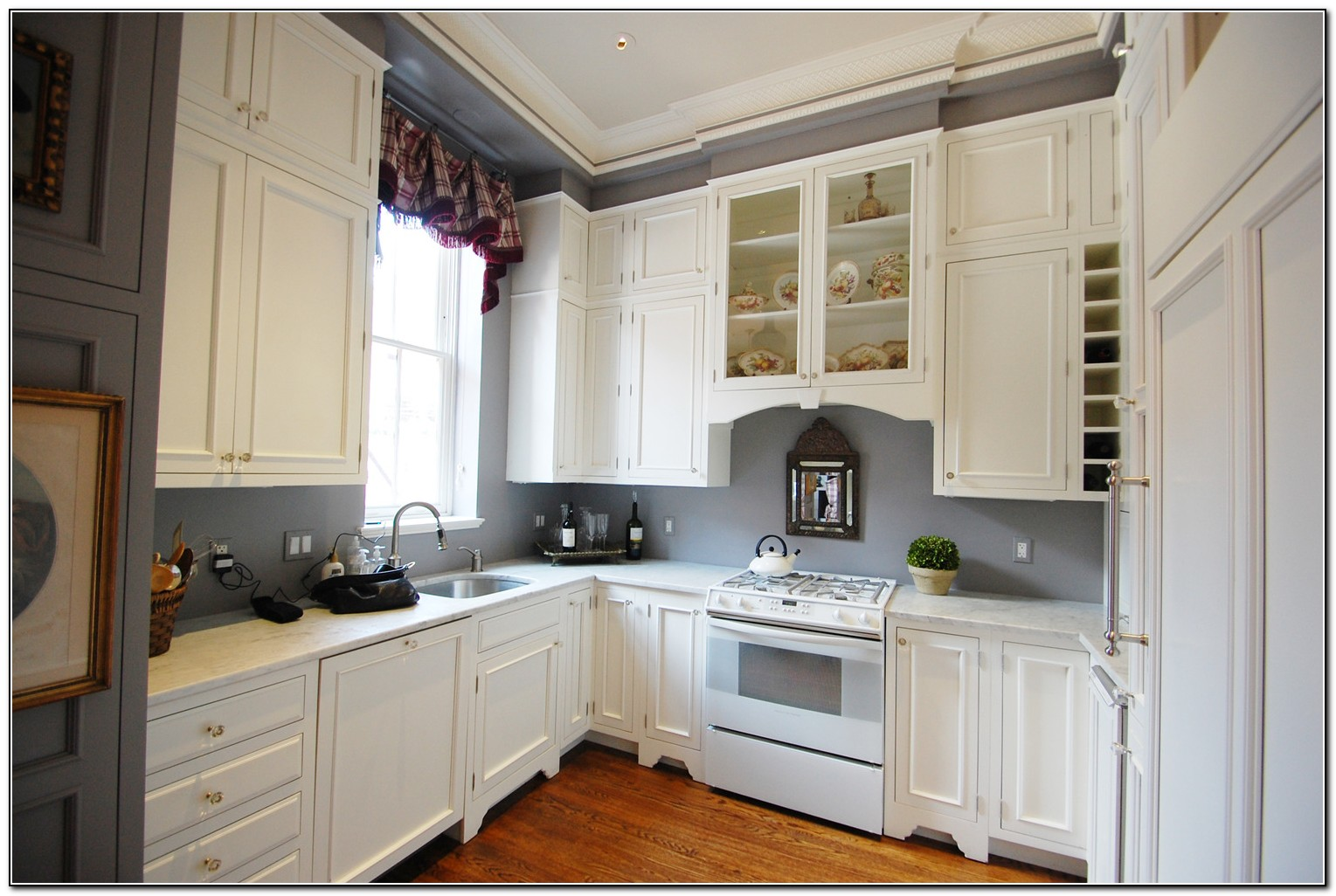 gray kitchen walls with cherry cabinets cherry kitchen cabinets with grey walls kitchen home 8348