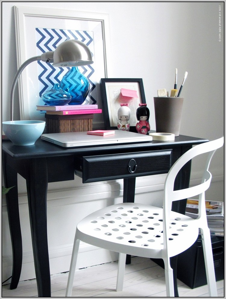 Small desks for small spaces uk download page home for Small desk ideas for small spaces