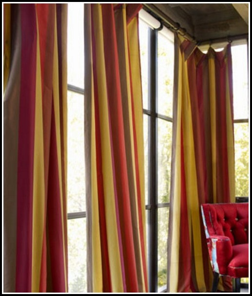 Gold and red damask curtains curtains home design for Red and gold drapes