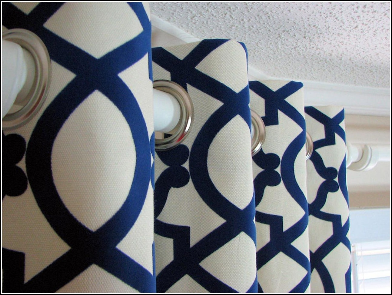 Magnificent Blue And White Curtain Fabric Gallery - Bathtub for ...
