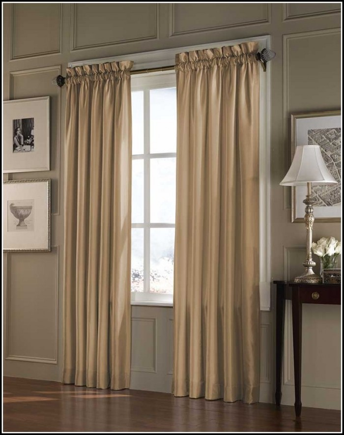 Small window curtains for bedroom curtains home design Bedroom curtain ideas small windows