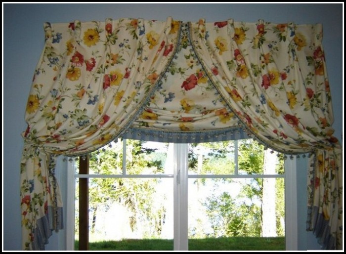 What Curtains Go With Roman Shades