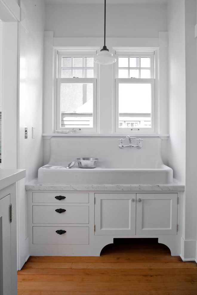 Farmhouse Sink Bath Vanity