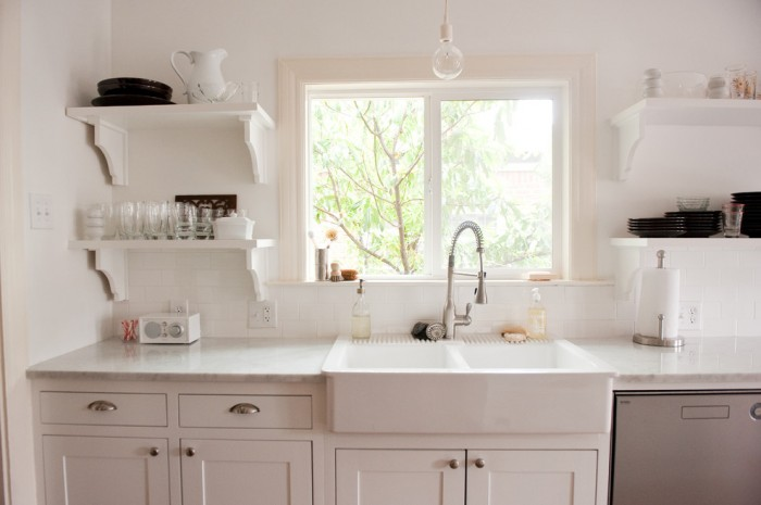 Farmhouse Sink with Drainboard and Backsplash