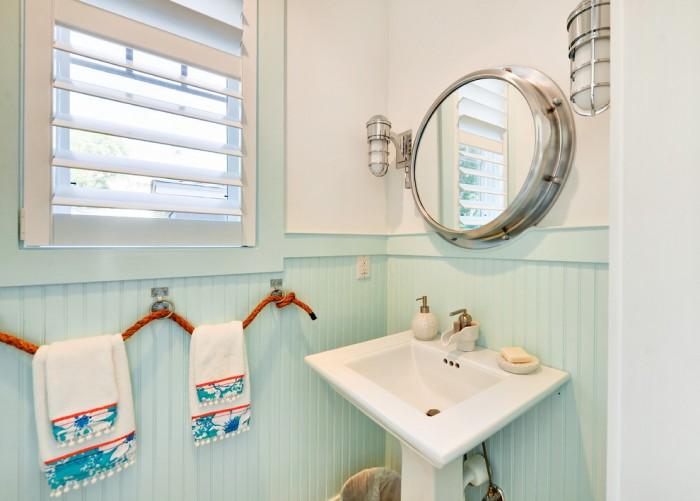 Kohler Pedestal Sink with Towel Bar