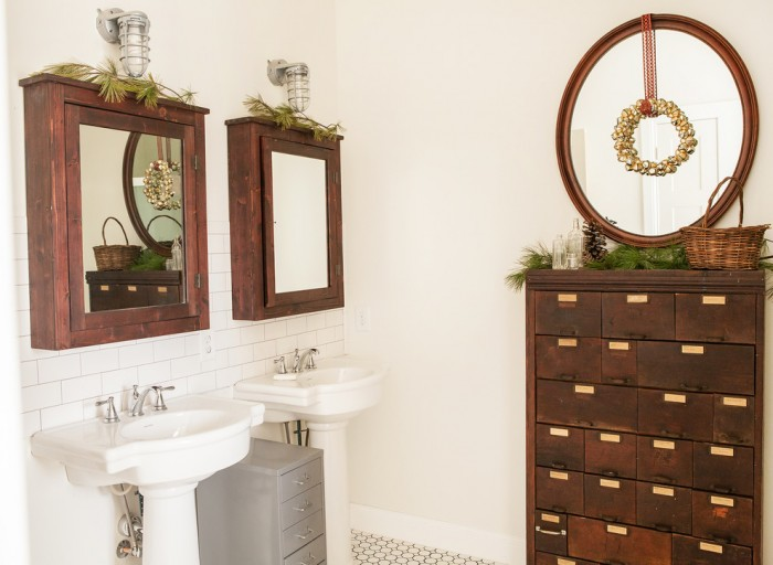 Shell Pedestal Sink with Backsplash