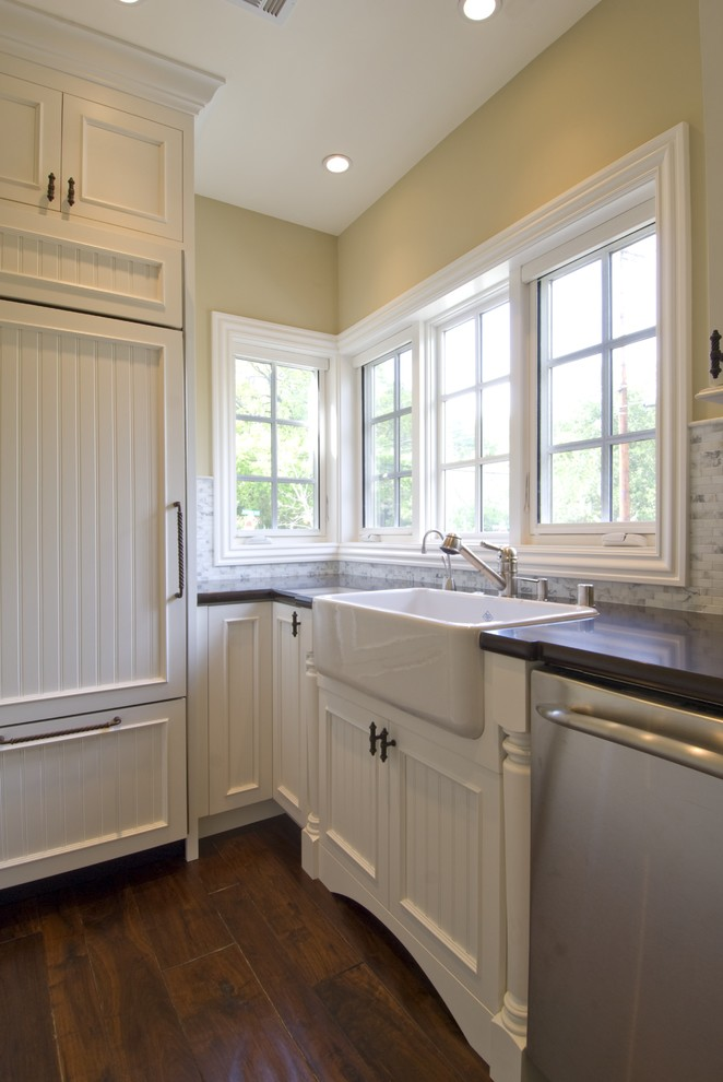 White Farmhouse Sink with Backsplash