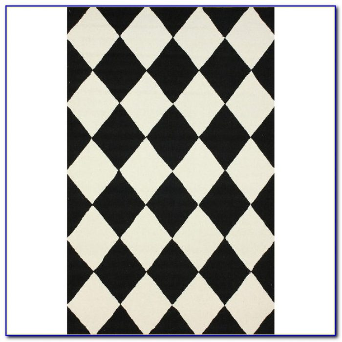Black And White Checkered Round Rug
