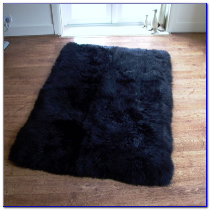 Black sheepskin rug ikea rugs home design ideas for Lambskin rug ikea
