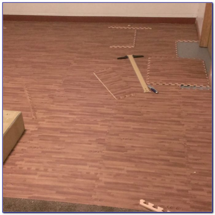 Wood Effect Interlocking Floor Tiles