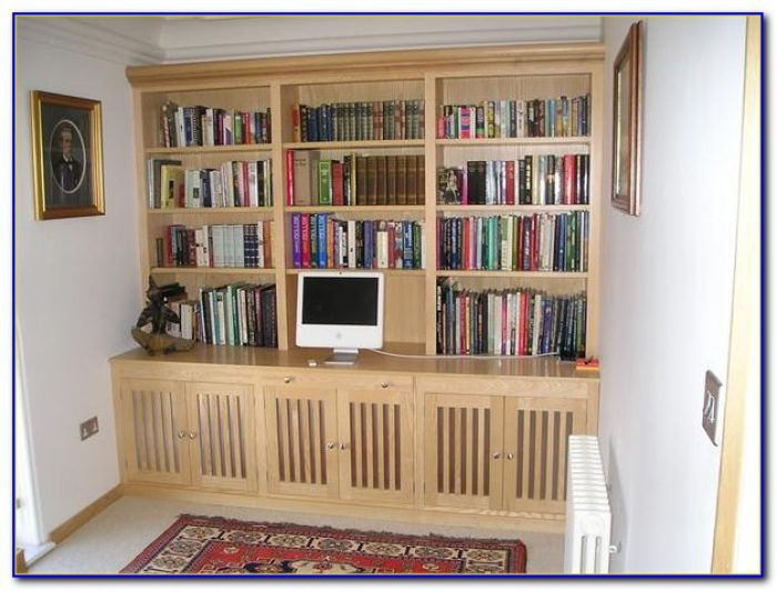 Built In Desk And Bookshelves