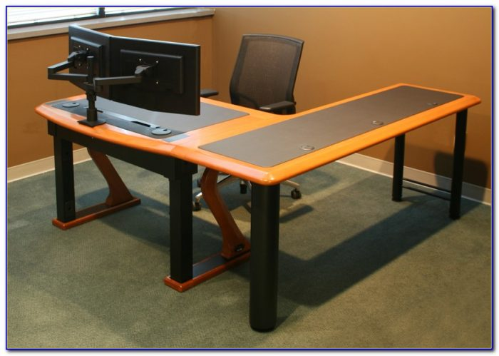 Multiple Screen Computer Desk