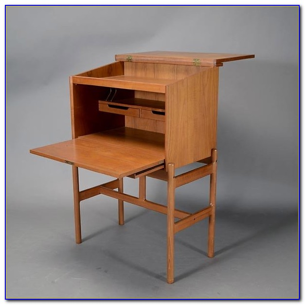 New Yankee Workshop Slant Top Writing Desk
