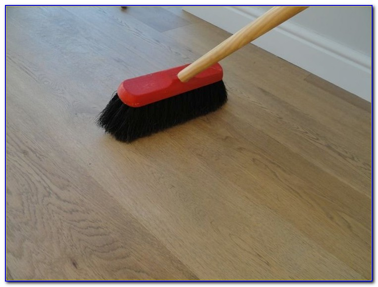 How To Clean Floorboards With Vinegar