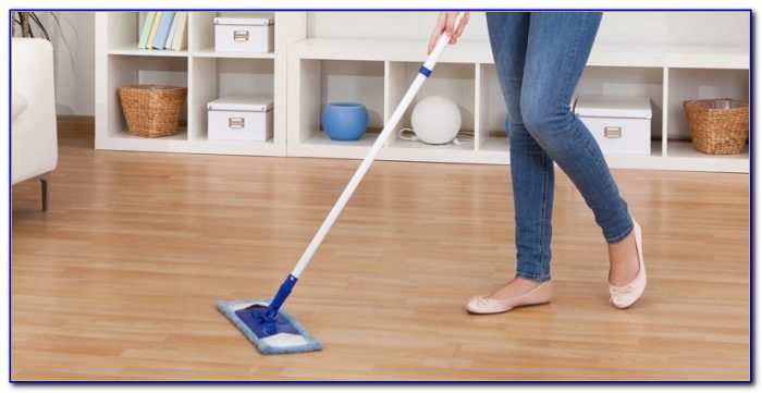 Mopping Laminate Wood Floors With Vinegar
