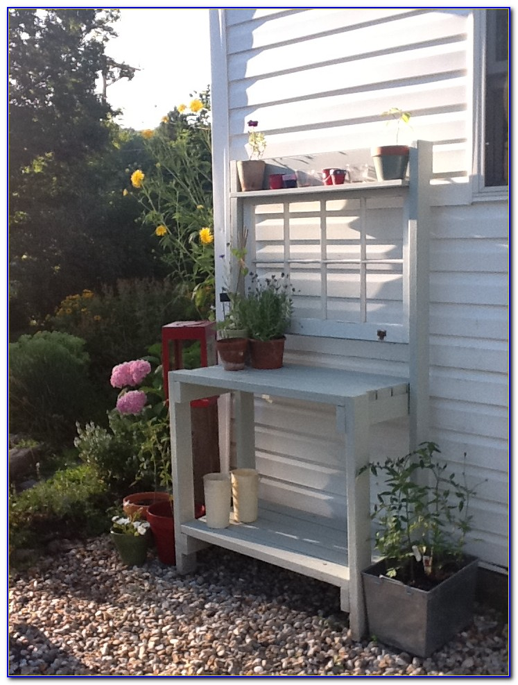 Build A Potting Table From Pallets