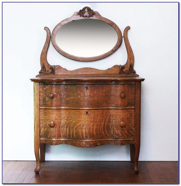 Amish Oak Dresser With Mirror