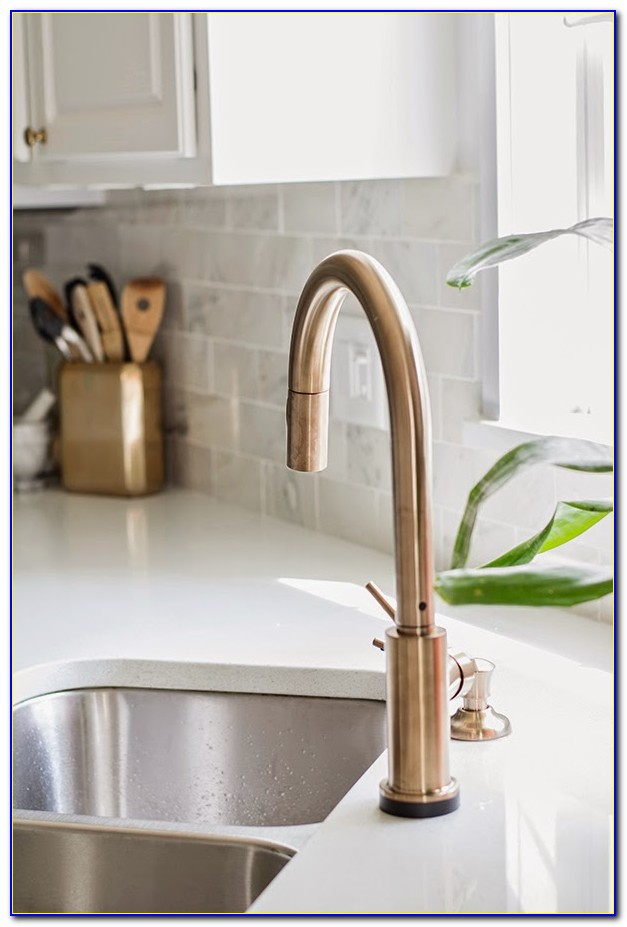 delta champagne bronze bathroom faucet faucet home Delta Trinsic Kitchen Faucet Champagne Light Gold Bathroom Fixtures