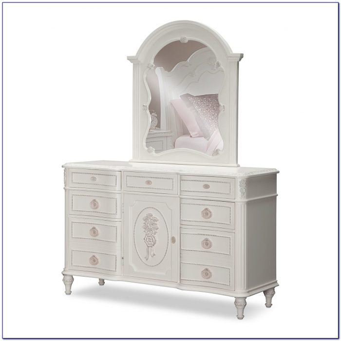 Children's Dresser With Mirror
