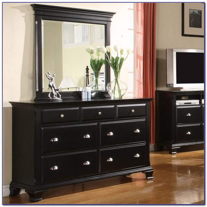 Decorating Your Bedroom Dresser