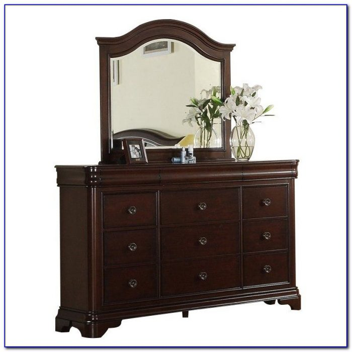 Ethan Allen Cherry Dresser With Mirror
