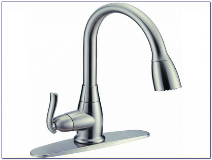 Moen Single Handle Kitchen Faucet With Sprayer