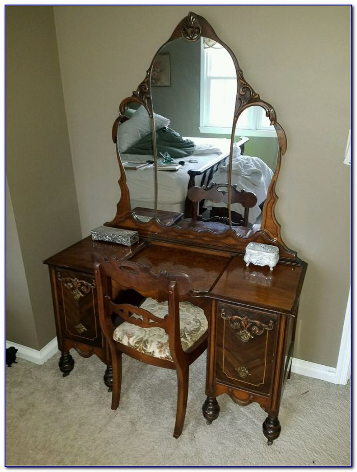 Old Vanity Dresser With Mirror