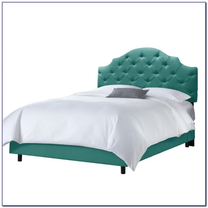 Skyline Furniture Velvet Tufted Wingback Headboard